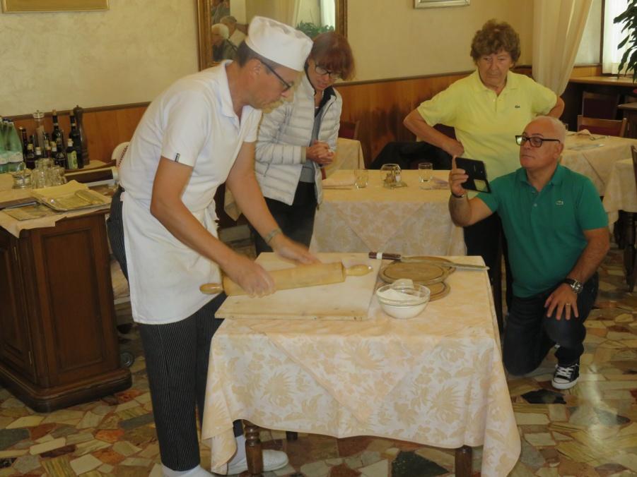 Einführung in die Herstellungnvon Pizzocheri in der Accademia in Teglio