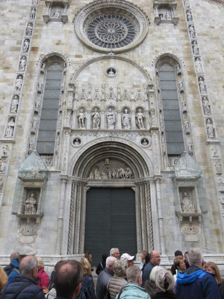 Eingangsportal der Kathedrale von Como